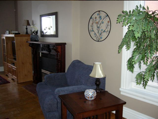 Pine Street Apartment Units                                                    -                            Living room